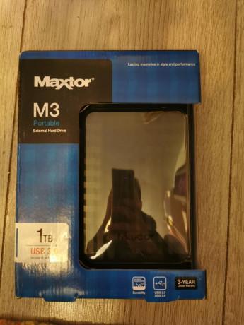vand-hard-disk-extern-maxtor-m3-1-tb-sigilat-big-0